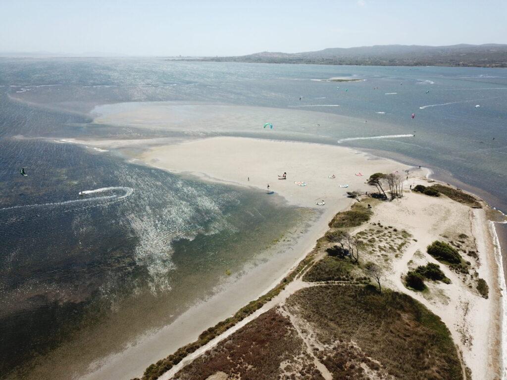 Il miglior spot di kitesurf della Sardegna, con acqua piatta e poco profonda